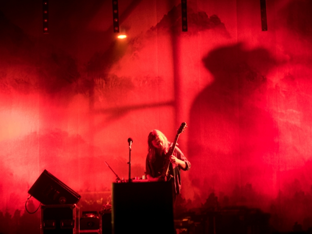Niets - gitaar en rood