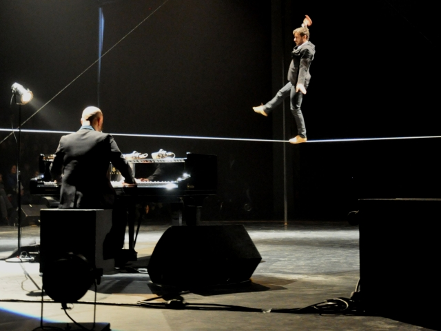Le piano sur le fil